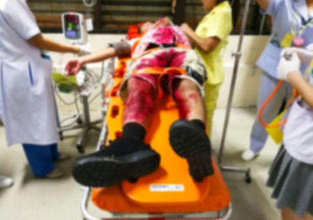 Pacientes de accidentes, emergencias y suministro de sangre en la sala de emergencias, borroso.
