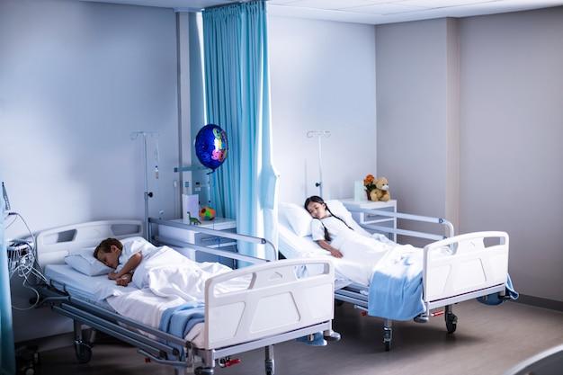 Pacientes durmiendo en la cama