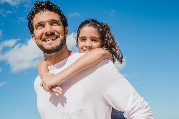 Padre e hija felices