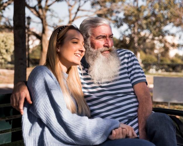 Padre e hija pasar tiempo juntos