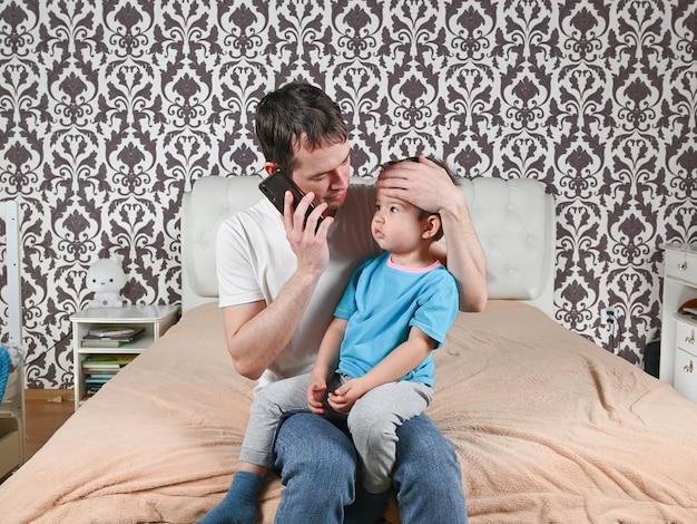 El padre llama a la clínica, llama al médico de su casa.