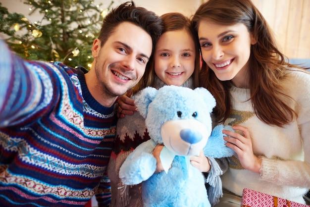 Padre, teniendo, navidad, selfie, de, familia