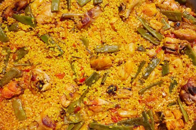 Paella de arroz con receta española de valencia