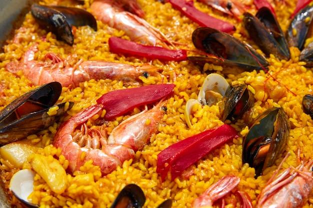 Paella de marisco de españa con receta de valencia
