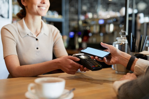 Pagando en restaurante
