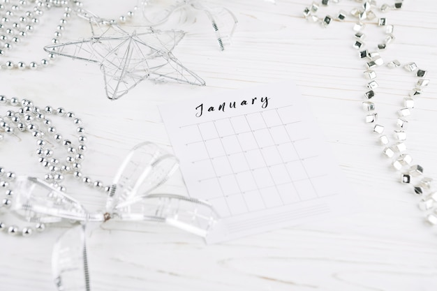 Página de calendario en la tabla de año nuevo