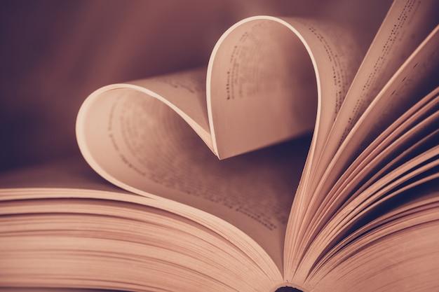 Página del libro del corazón - imágenes de estilo efecto vintage