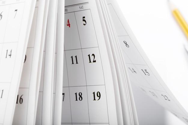 Páginas del calendario de cerca el concepto de tiempo de negocios