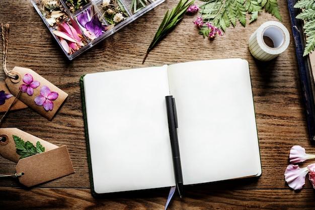 Páginas de cuaderno vacío de espacio de diseño