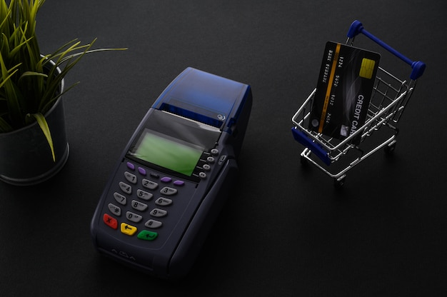 Pago con tarjeta de crédito, compra y venta de productos y concepto de servicio