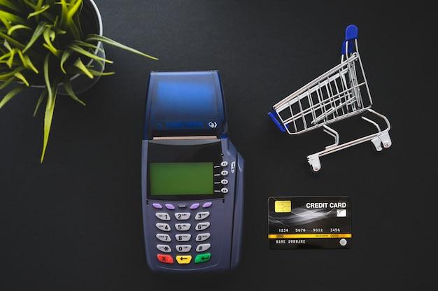 Pago con tarjeta de crédito, compra y venta de productos y concepto de servicio.