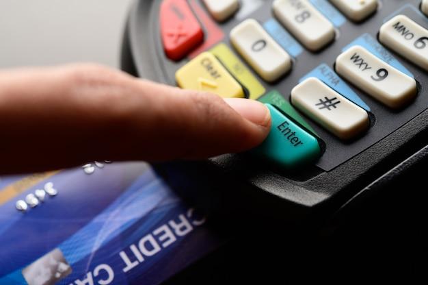 Pago con tarjeta de crédito, compra y venta de productos y servicios
