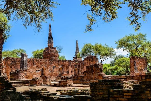 Pagoda antigua en wat phrasisanpetch (phra si sanphet)