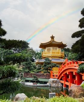 Pagoda de oro en el jardín de nan lian