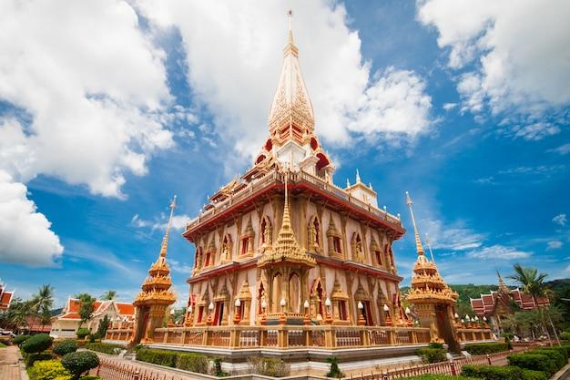 Pagoda en wat chalong, phuket, tailandia