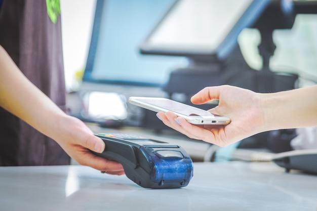 Pagos móviles, pagos de escaneado móviles, pagos cara a cara,