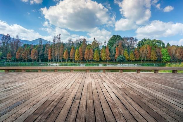 Paisaje de la aldea de las nacionalidades de yunnan, ubicada en la ciudad de kunming, provincia de yunnan, china.