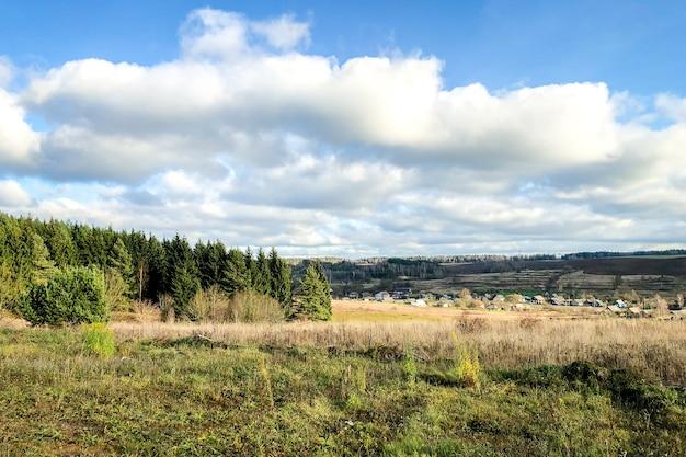 Paisaje de campo a finales de otoño.