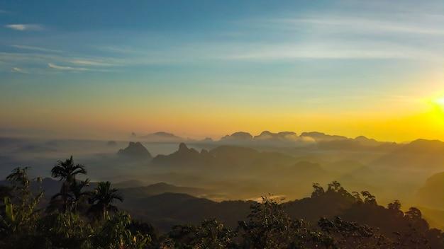 Paisaje de la capa khao thalu, tambon khao thalu, distrito sawi, chumphon, tailandia