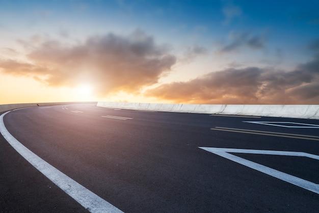 Paisaje de carretera y cielo