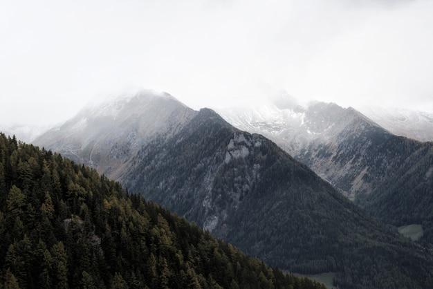 Paisaje de la cumbre de la montaña