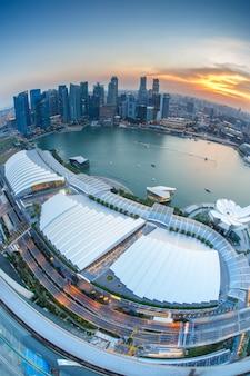 Paisaje del distrito financiero de singapur y edificio de negocios.