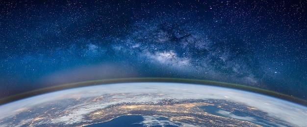 Paisaje con galaxia de la vía láctea