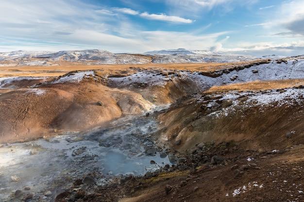 Paisaje geotérmico en tierras islandesas.