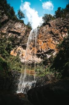 Paisaje de una gran libertad australia cascada con agua
