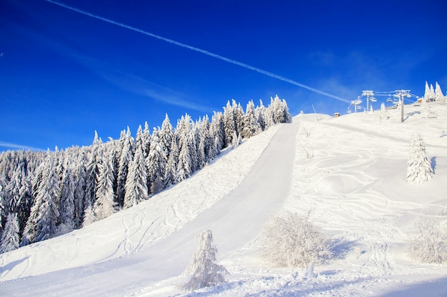 Paisaje invernal en las montañas.