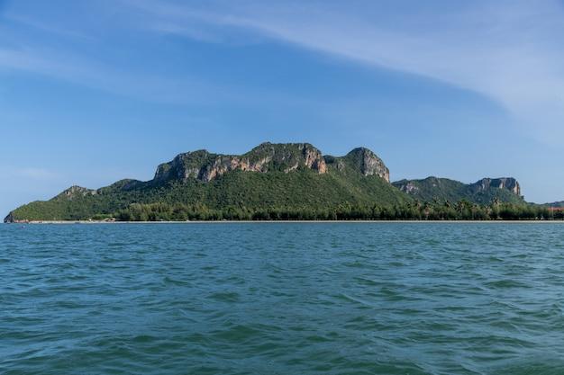 Paisaje de la isla de koram, parque nacional sam roi yod, provincia de prachuap khiri khan, tailandia