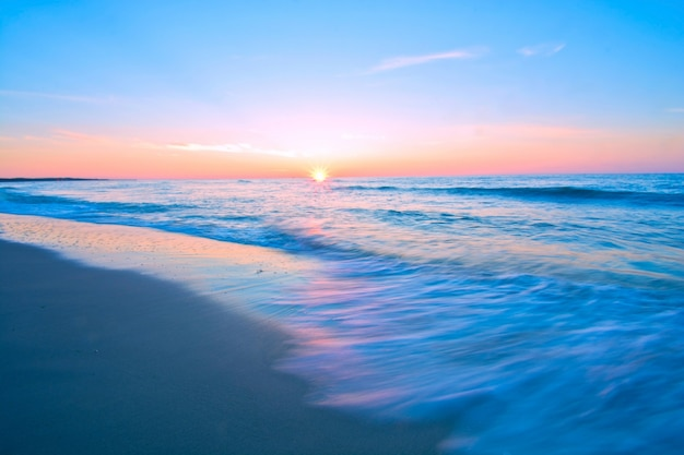Paisaje del mar azul.