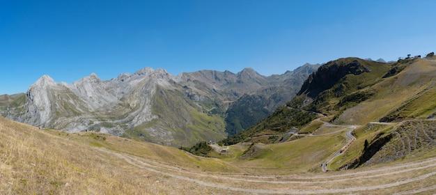 Paisaje de montaña en los pirineos