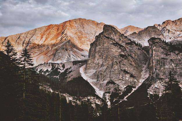 Paisaje, montaña rocosa