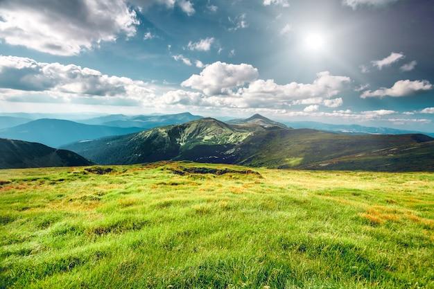 Paisaje de montaña en verano