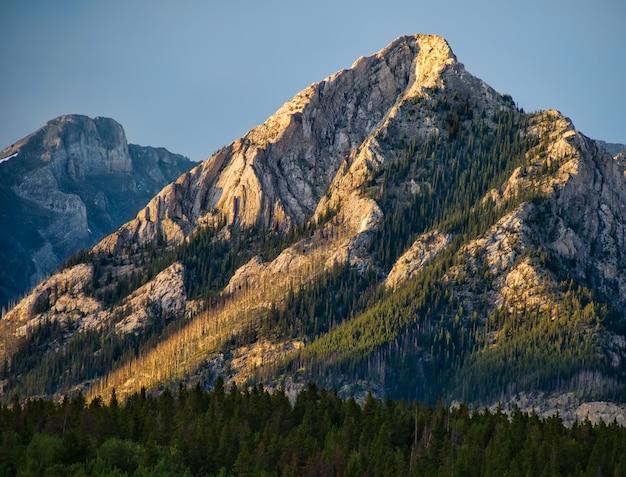 Paisaje de las montañas rocosas