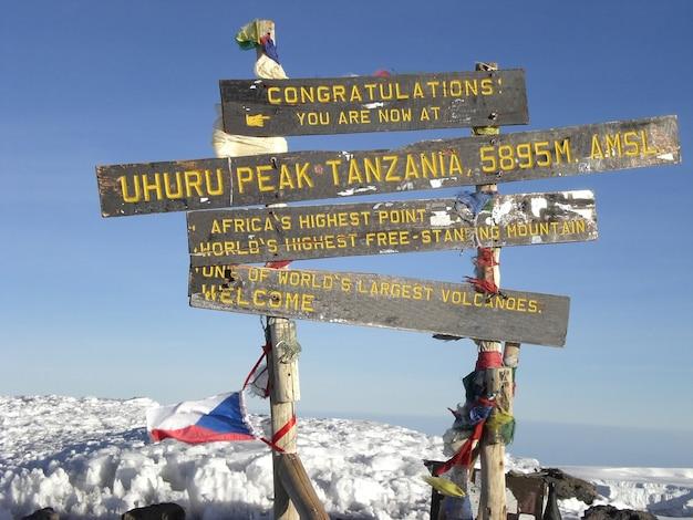 Paisaje del monte kilimanjaro, el techo de áfrica en tanzania.
