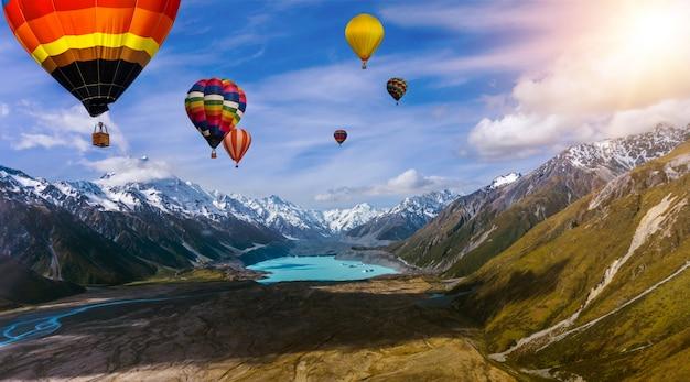 Paisaje de la naturaleza festival de globos de aire caliente en el cielo.