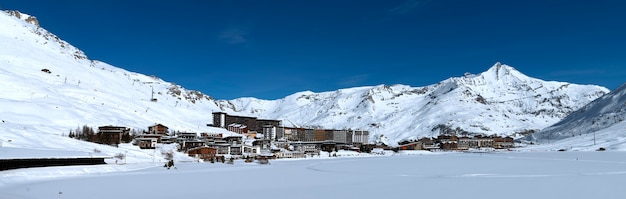 Paisaje nevado en los alpes
