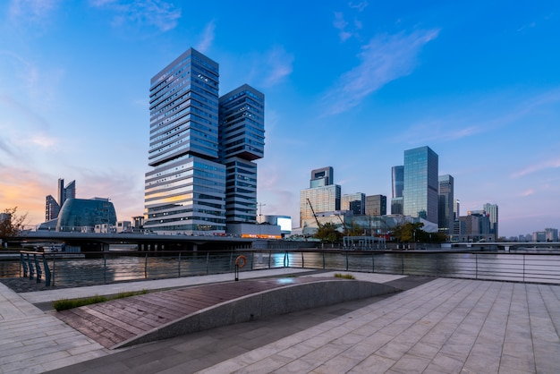 Paisaje urbano de la arquitectura moderna de la ciudad de ningbo