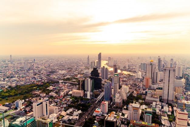 Paisaje urbano de bangkok con hermoso exterior del edificio y arquitectura