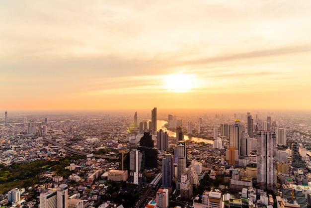 Paisaje urbano de bangkok con hermoso exterior del edificio y la arquitectura