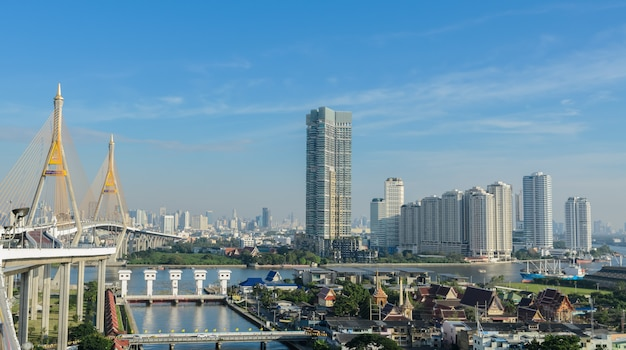 Paisaje urbano de bangkok en la vista de la mañana, capital de tailandia