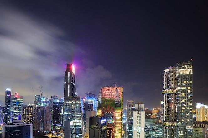 Paisaje urbano de la ciudad de singapur en la noche