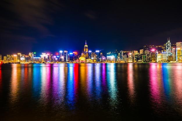 Paisaje urbano hermoso del edificio de la arquitectura en la ciudad de hong-kong