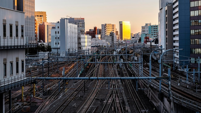 Paisaje urbano japón senderos y puesta de sol.