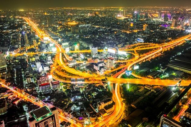 Paisaje urbano de noche en bangkok, tailandia