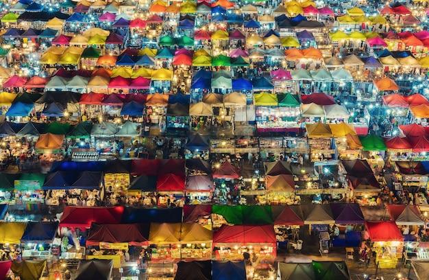 Paisaje urbano en la noche del mercado chatujak