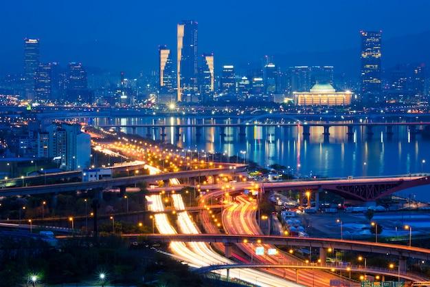Paisaje urbano de seúl en el crepúsculo, corea del sur.