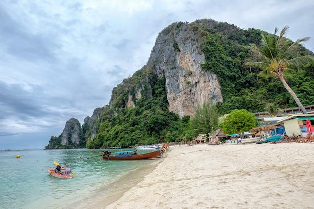 Paisaje viajes vacaciones phi phi don island, krabi, tailandia